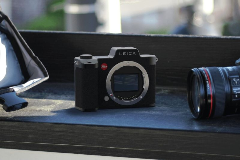 High-End Mirror-Less Cameras