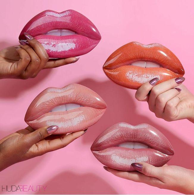 Pouty Lip-Shaped Makeup Sets