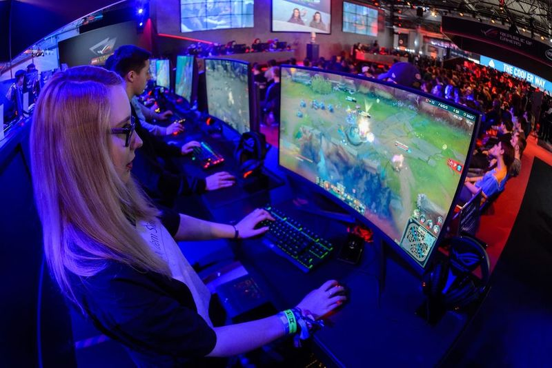Retail-Based eSports Games