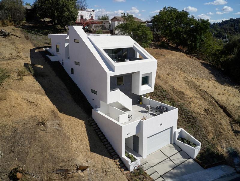 Impressive Hillside-Integrated Houses