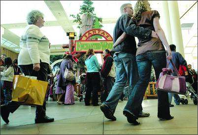 Mall Shoppers Get $100 Bills