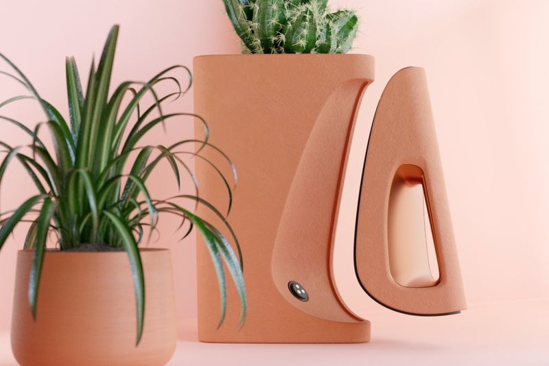 Vacuum-Concealing Planters