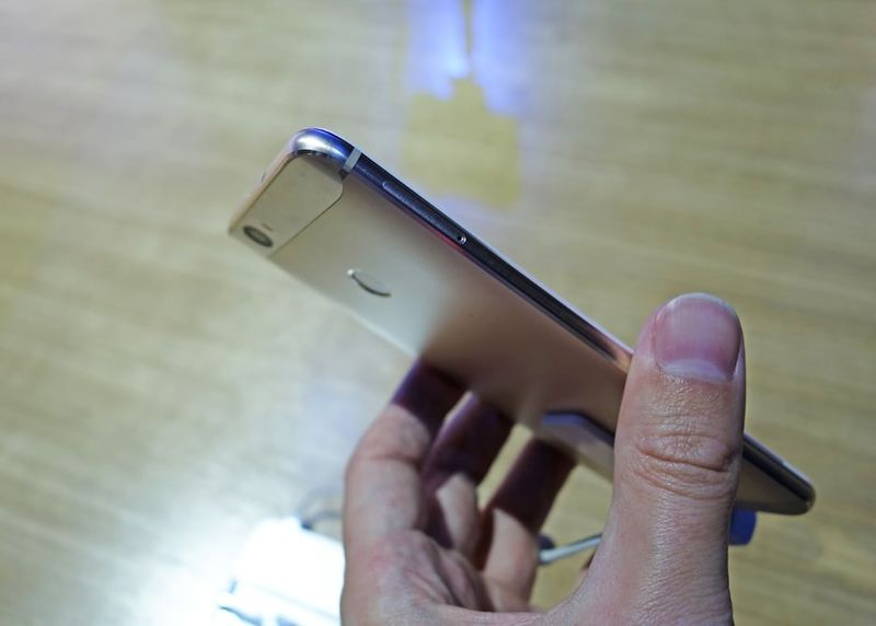 Curvaceous Chinese Smartphones