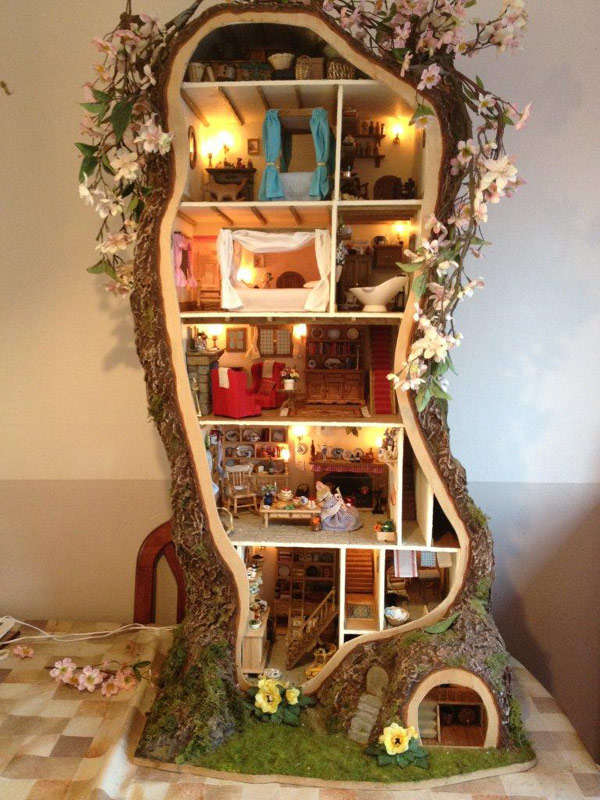 Tiny designer tree houses miniature tree house for Case di kit vittoriano