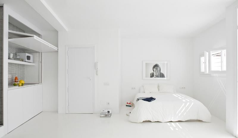 Minimalist living spaces minimalist living space - Living in small spaces home minimalist ...