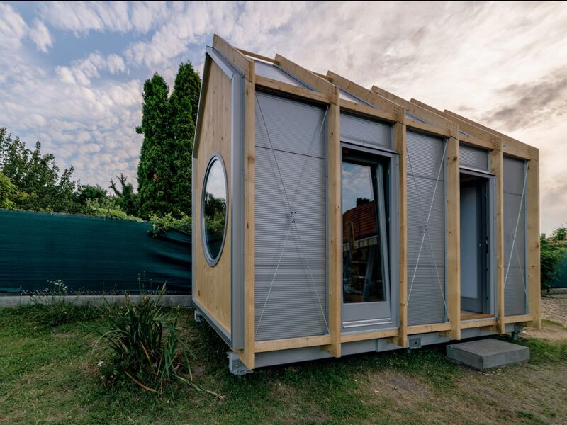 DIY Minimalist Tiny Cabins