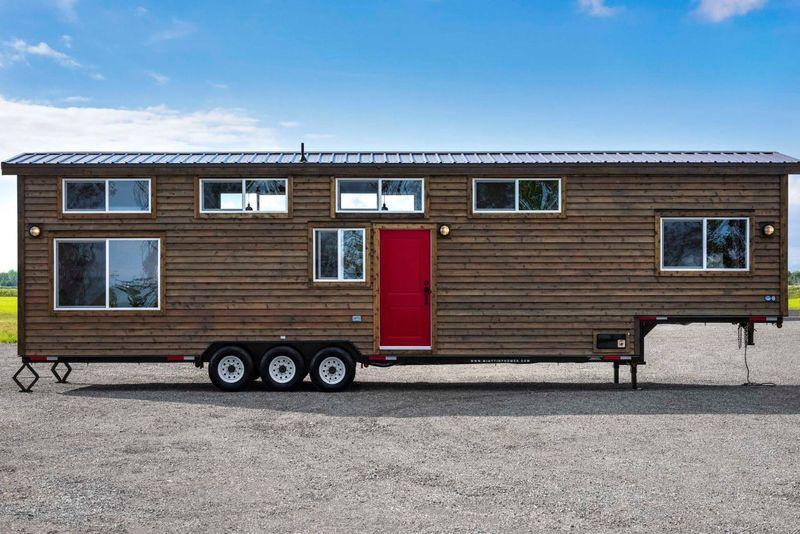 Contemporary Canadian Tiny Homes