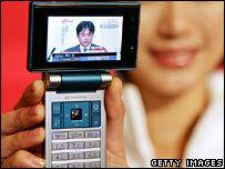 Mobile phone TV begins in Japan