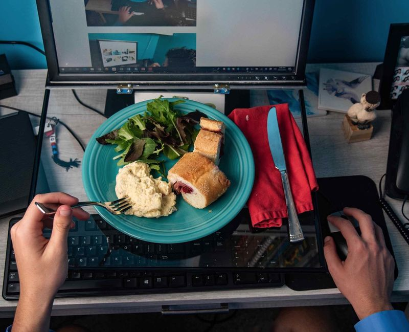 Food-Friendly Technology Workstations