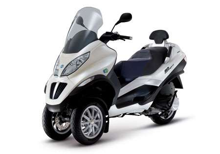 Hybrid Three-Wheelers