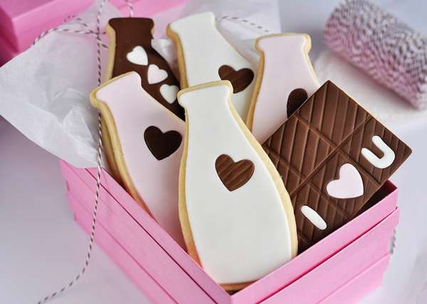 Milk Bottle-Shaped Cookies