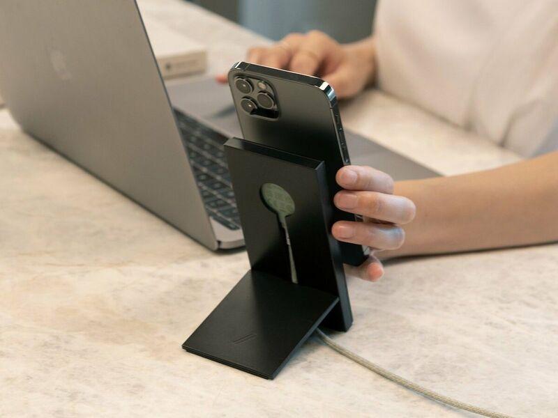 Sleek Magnetized Smartphone Chargers