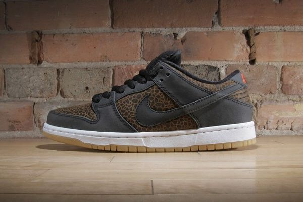 online store b1647 cfb29 Safari-Inspired Basketball Shoes : Nike Dunk Low