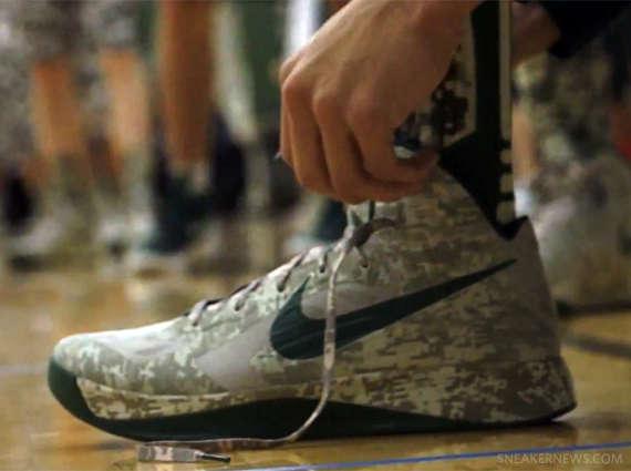 All-Camouflage Uniform Kicks : Nike