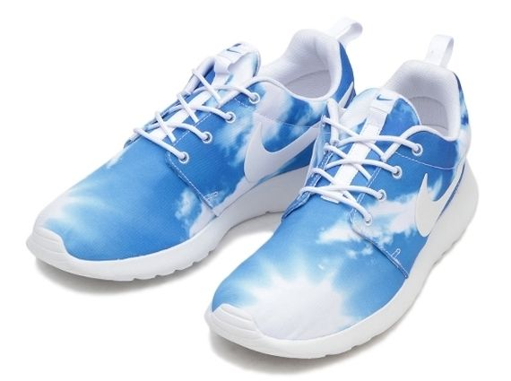 Sky-Printed Running Shoes
