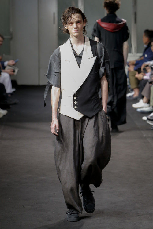 Color-Accented Noir Fashion