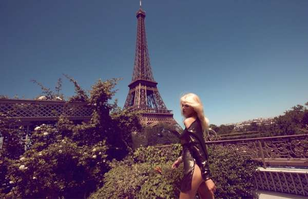 Scantily-Clad Sightseeing Shoots