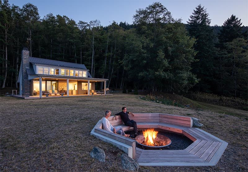 View-Accommodating Fire Pits