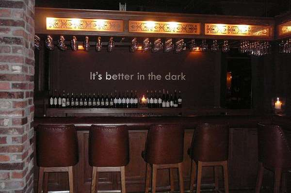 Dark Room Dining: O'Noir Toronto Restaurant Lets You Enjoy Dinner Without Seeing it (UPDATE)