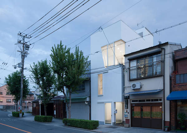Slender Space Abodes Osaka House By Ido Kenji