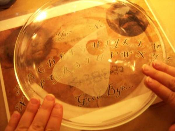 Poltergeist-Conjuring Plates