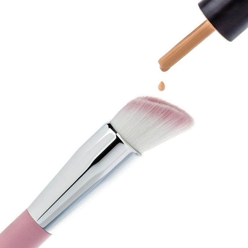Liquid-Holding Makeup Brushes