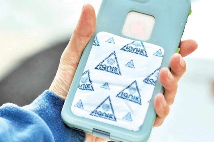 Winter Smartphone-Warming Devices