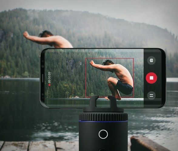 User-Tracking Smartphone Docks