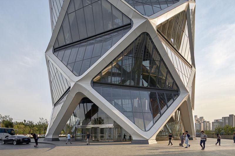 Polygonal Skyscraper Facades