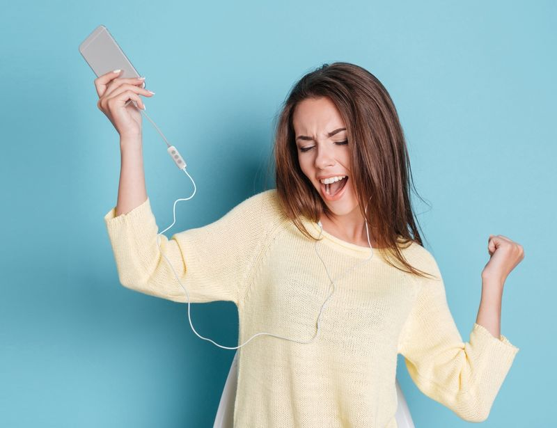 Music-Amplifying Smartphone Devices