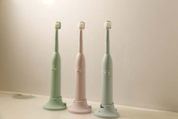 360-Degree Rotating Toothbrushes