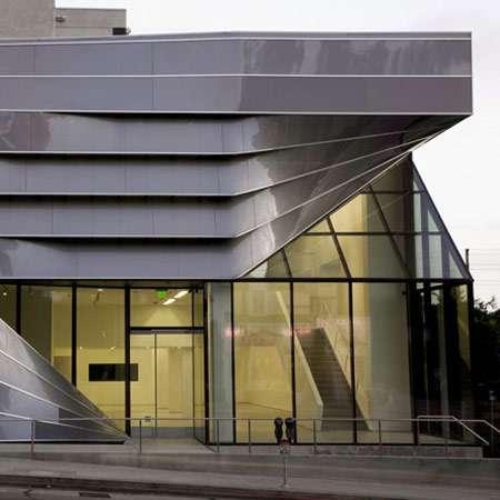 Reflective Ribbon Architecture