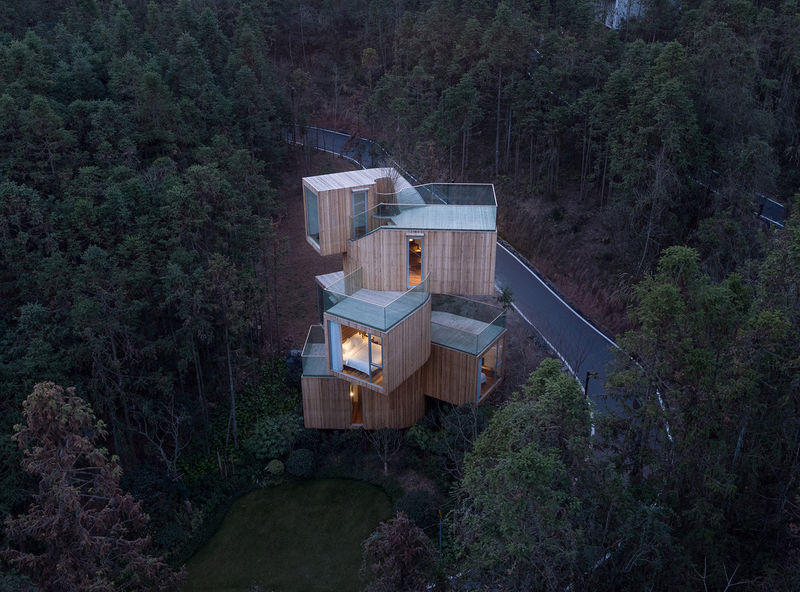 Stacked Cubic Tree Houses
