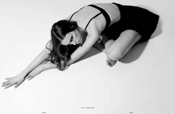 Minimalist Body-Conscious Editorials
