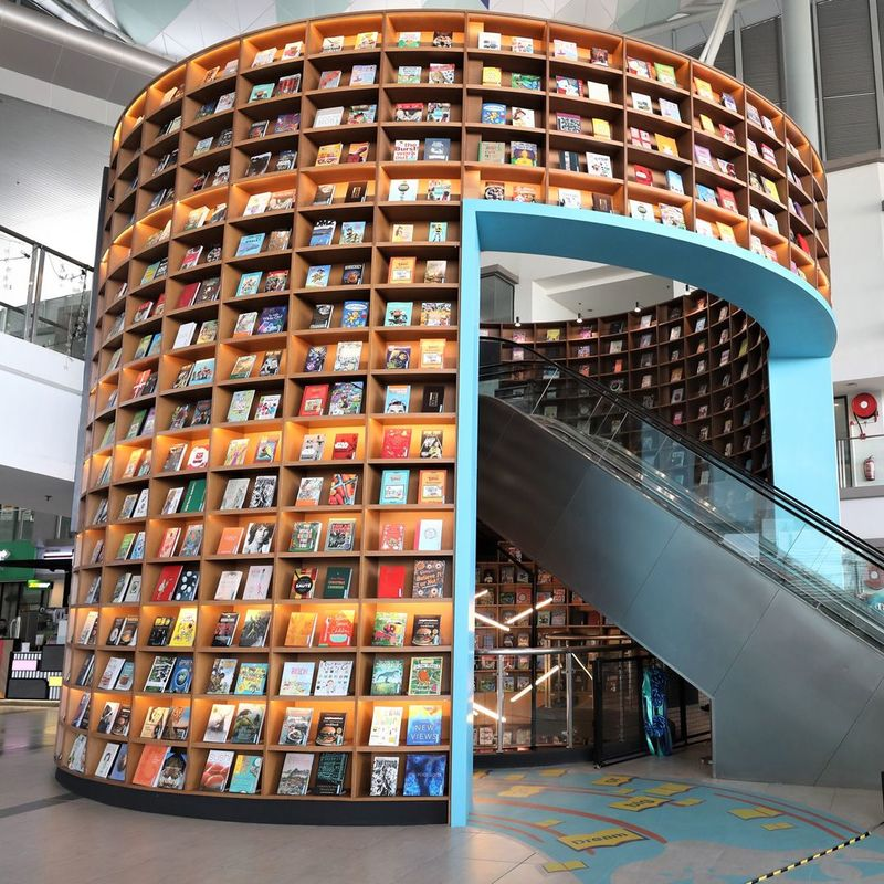Immersive Tunnel-Like Bookstores