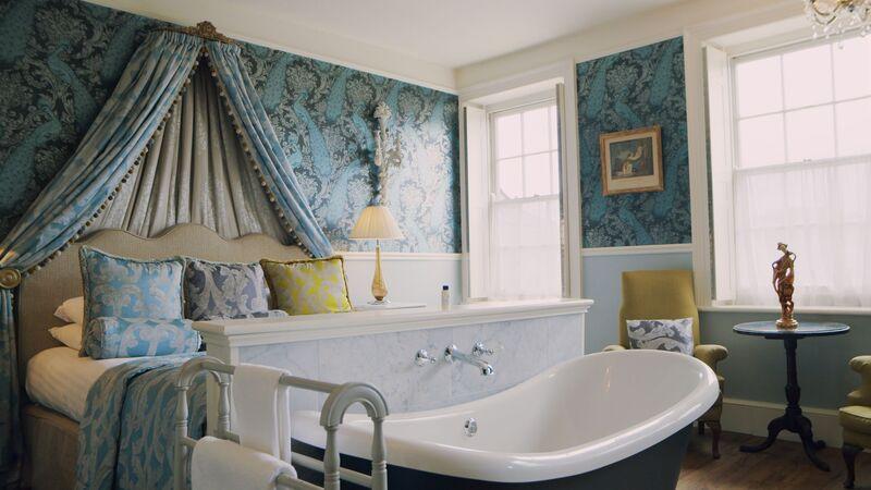 Luxurious Champagne Baths