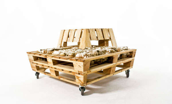Repurposed pallet furniture re stacked lounger for Banquette en palette de bois