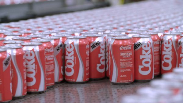 TV-Celebrating Retro Coca-Cola Cans