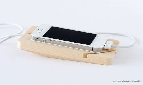 Slope-Slotted Smartphone Stands