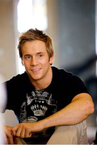 Robert Hoffman, Co-Star of 'Aliens in the Attic' with Ashley Tisdale (INTERVIEW)