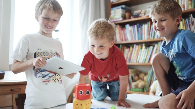 Educational Robot-Building Apps