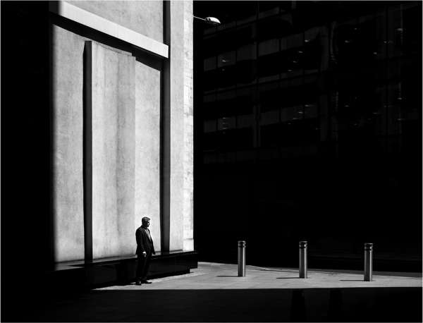 Monochromatic Solitary Photography