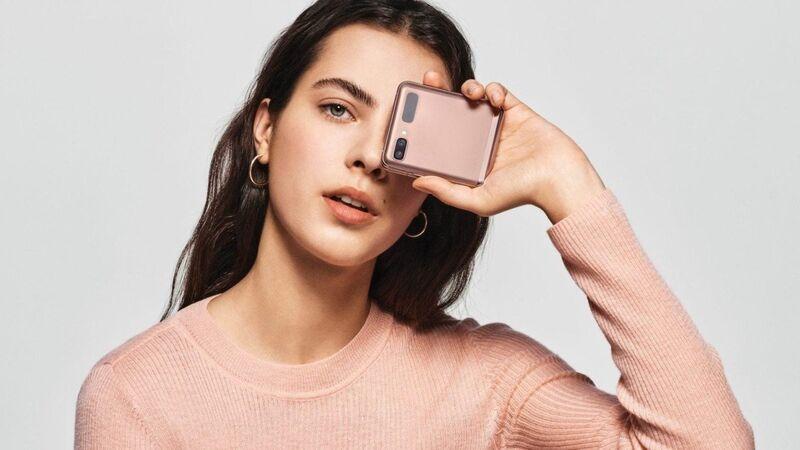 5G-Enabled Folding Smartphones
