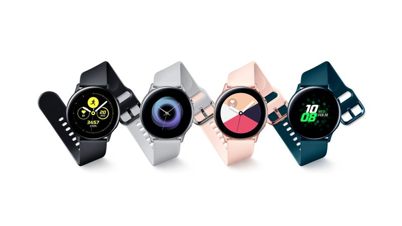 Heart Rate-Tracking Smartwatch Features