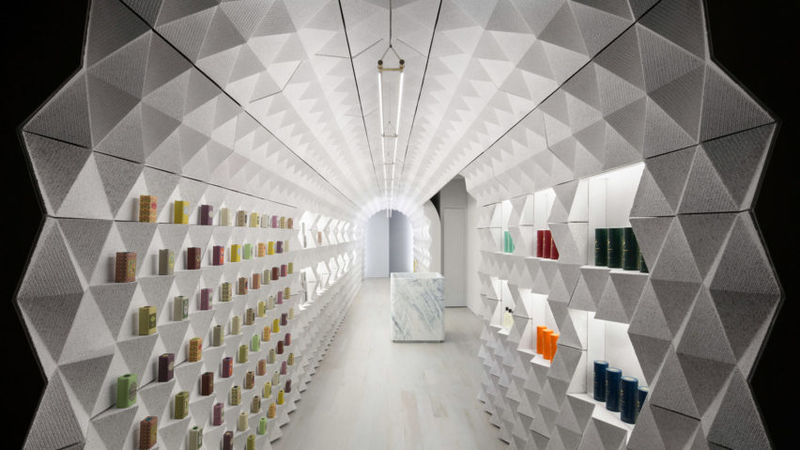 Crinkled Tunnel-Like Retail Experiences