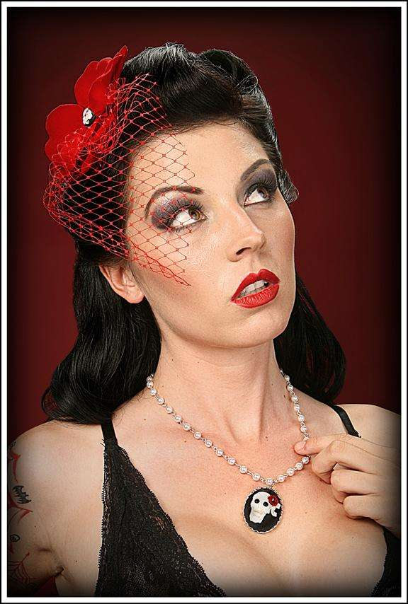 Retro-Style Headpieces  Sizzling Hot Pin-Up Style Fascinators Make A ... 0ca24722c37