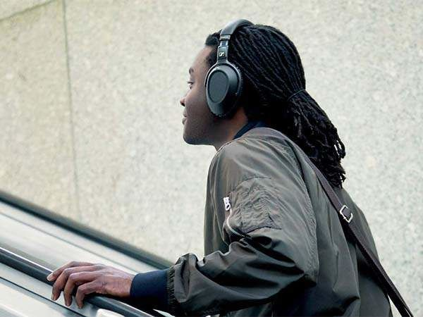 Environment-Monitoring Headphones