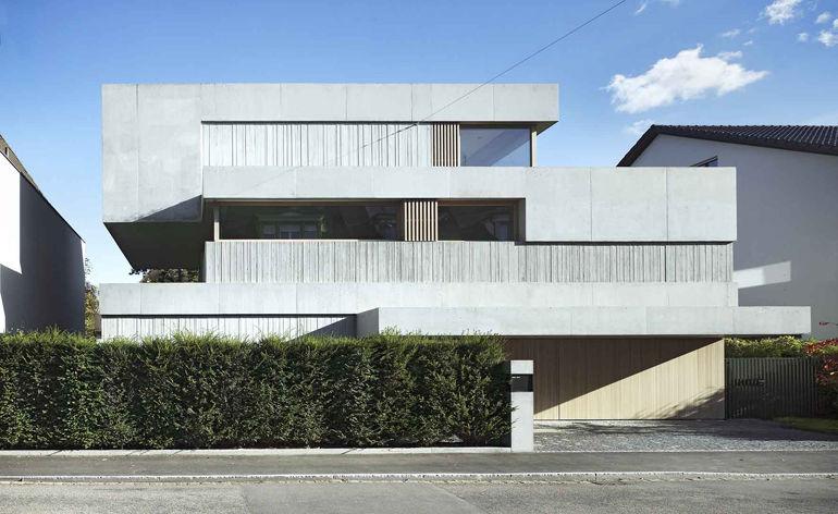 Grandiose Mobile Dwellings