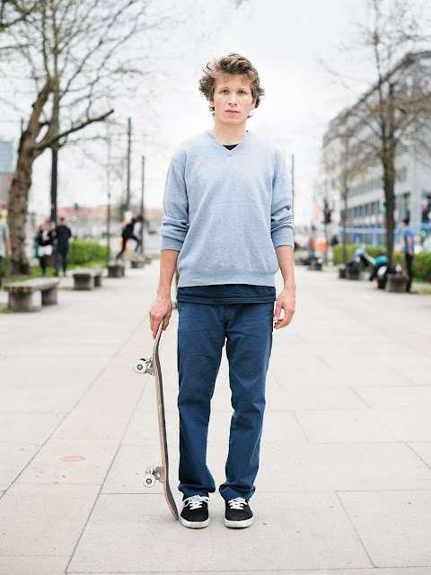 Sizzling Skateboarder Snapshots