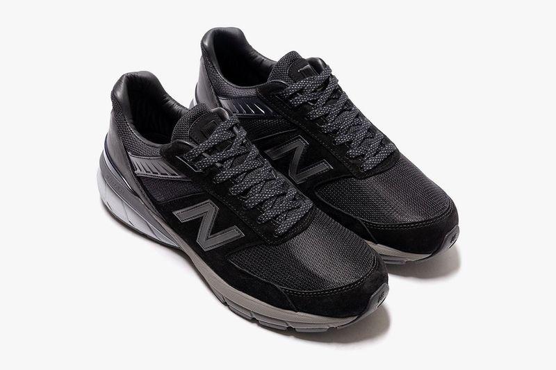 All-Black Tonal Casual Sneakers